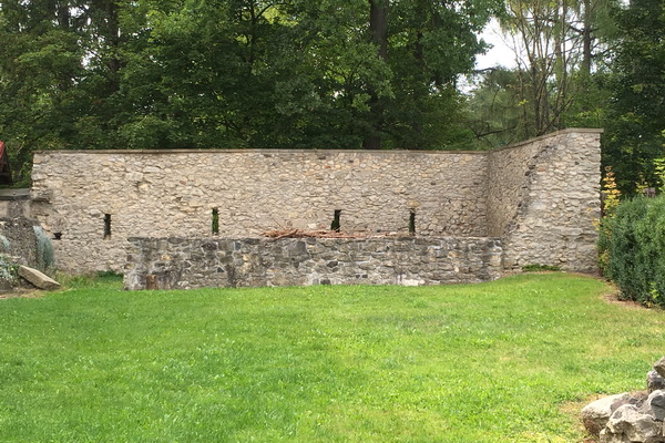 Reste des einstigen Hospitals in Böhmisch Aicha/Český Dub