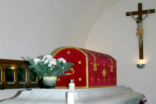 Grab der hl. Zdislava in der Basilika in Deutsch Gabel/Jablonné v Podještědí
