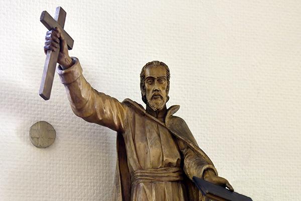 Statue des Petrus Canisius in der Kapelle Olbersdorf