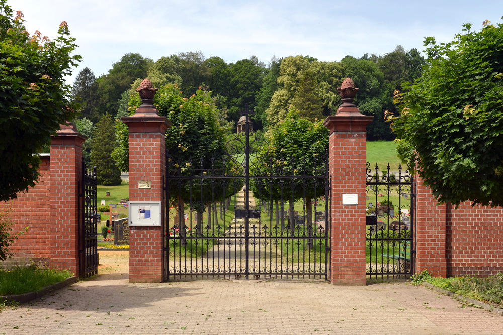 Kath. Friedhof Ostritz - Eingang
