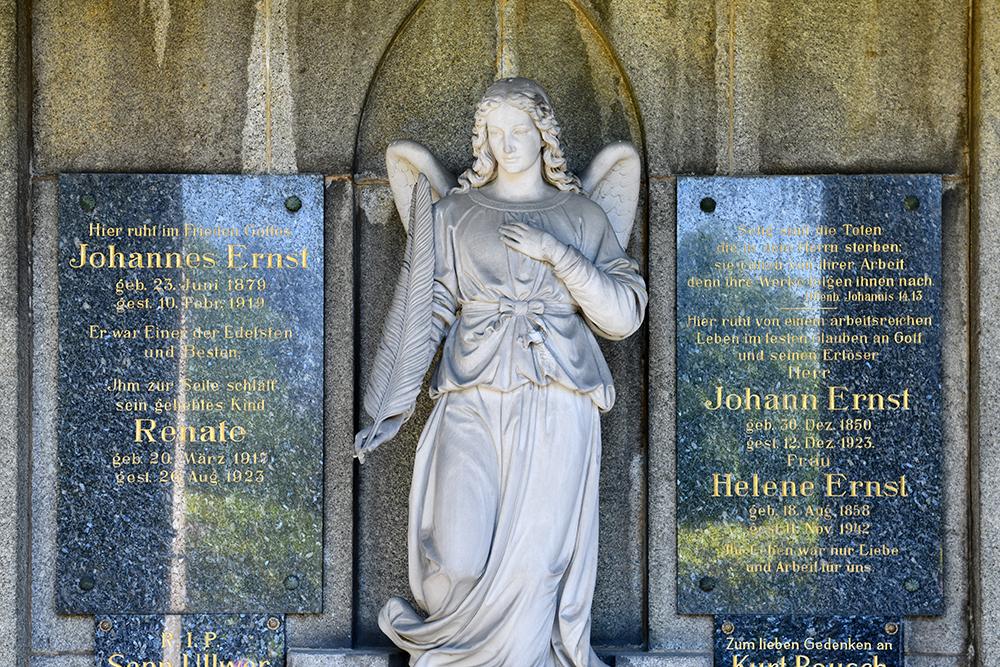 Kath. Friedhof Löbau - Gruft Ernst