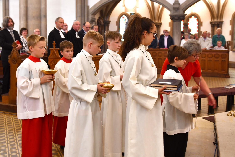 Pfarreigründung - Herbeibringen der Gaben