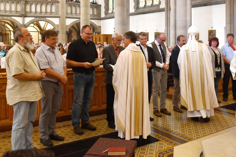 Pfarreigründung - Berufung der Kommunionhelfer